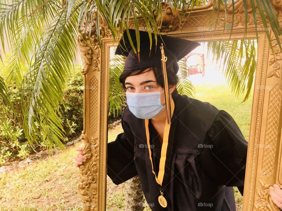 2020 graduate social distancing 👨🎓