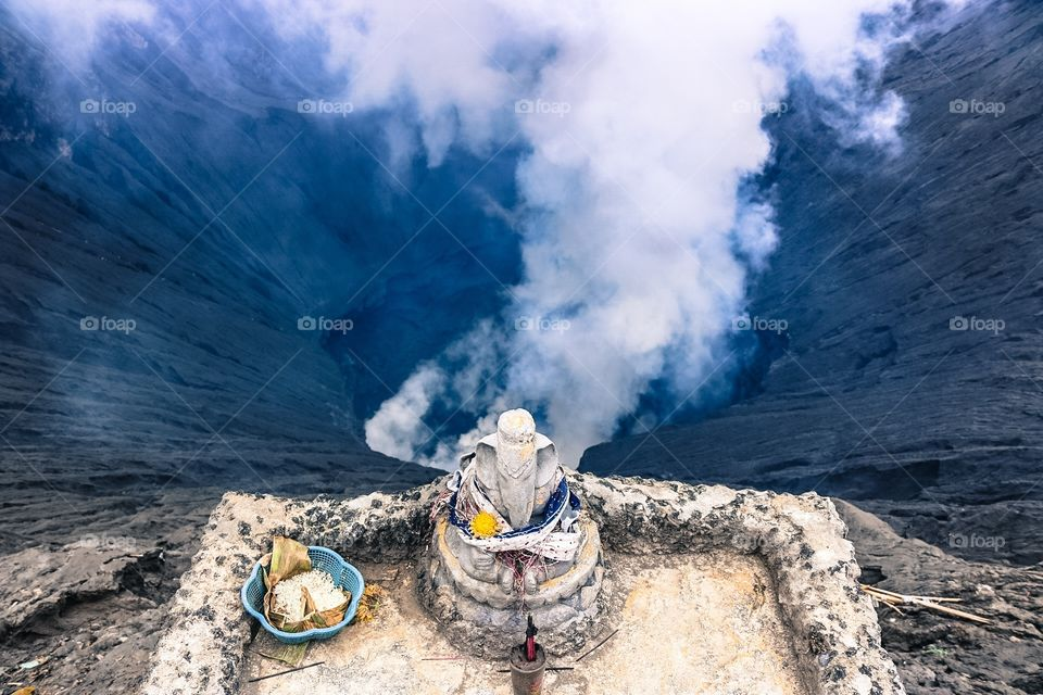 You can stand here on the rim of Mount Bromo crater and throw an offering of fruit or flowers to the Gods of the volcano. A spectacular sight