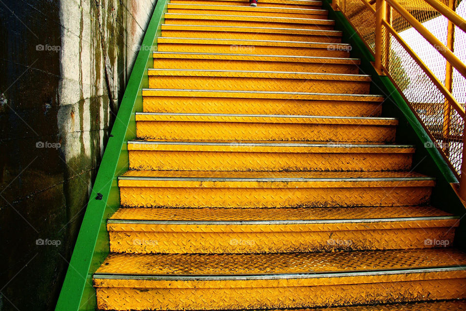 Stairs with yellow steps and details in green.