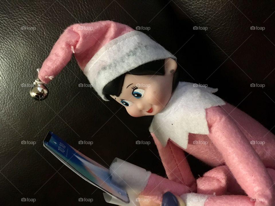 Pink elf talking a selfie 🤳