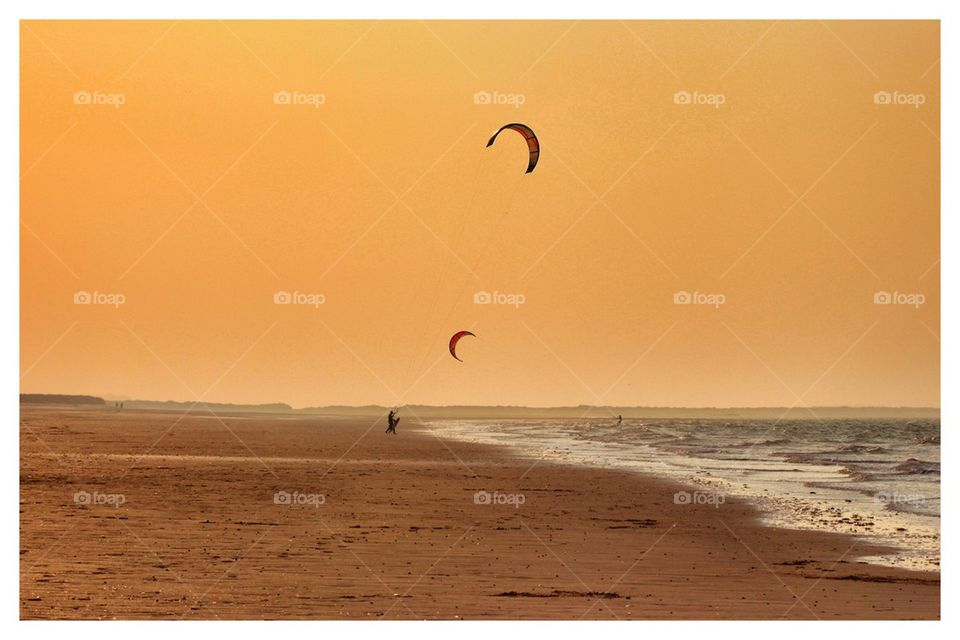 Kiteboarding Norfolk sunset
