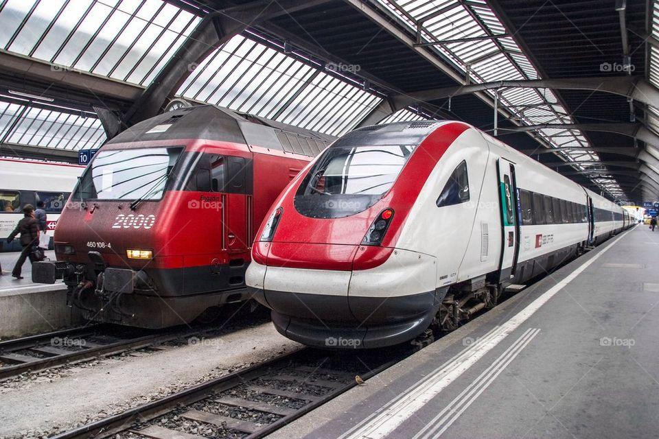 SBB RE 460 AND IC 2000 TRAINS ZURICH HAUPT BAHN-HOF