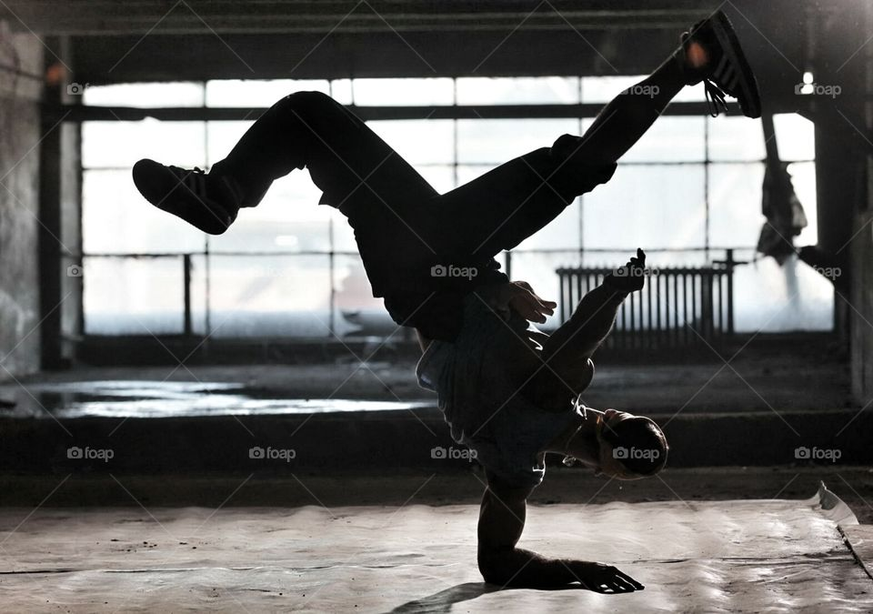 Break dance . dancers in a factory