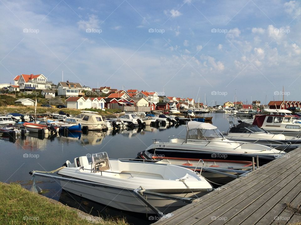 Beautiful Fotö. Summer is always amazing in this little island! Lots of boats from many places and tourists are here