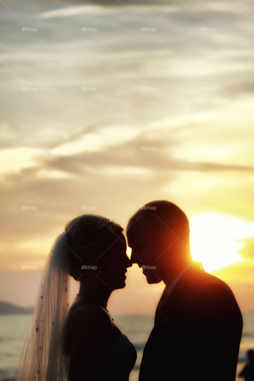 Lover sunset. beach wedding