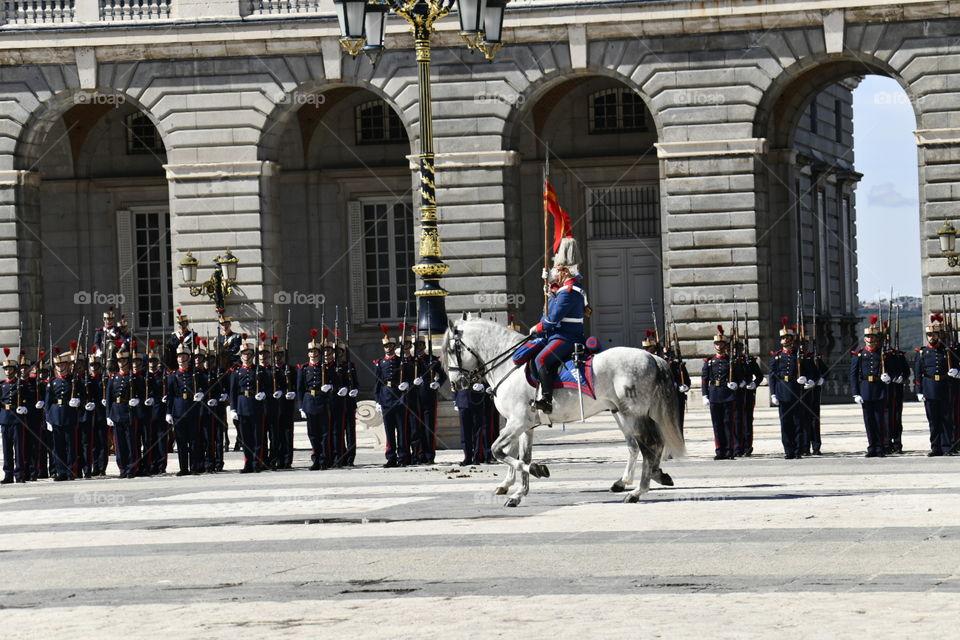 Marzo 2018, Cambio solemne de la guardia del palacio real, Madrid, España-March 2018, solemn change of the guard of the royal palace, Madrid, Spain