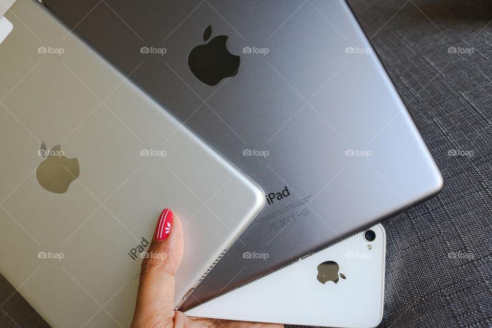 iPad & iPhone