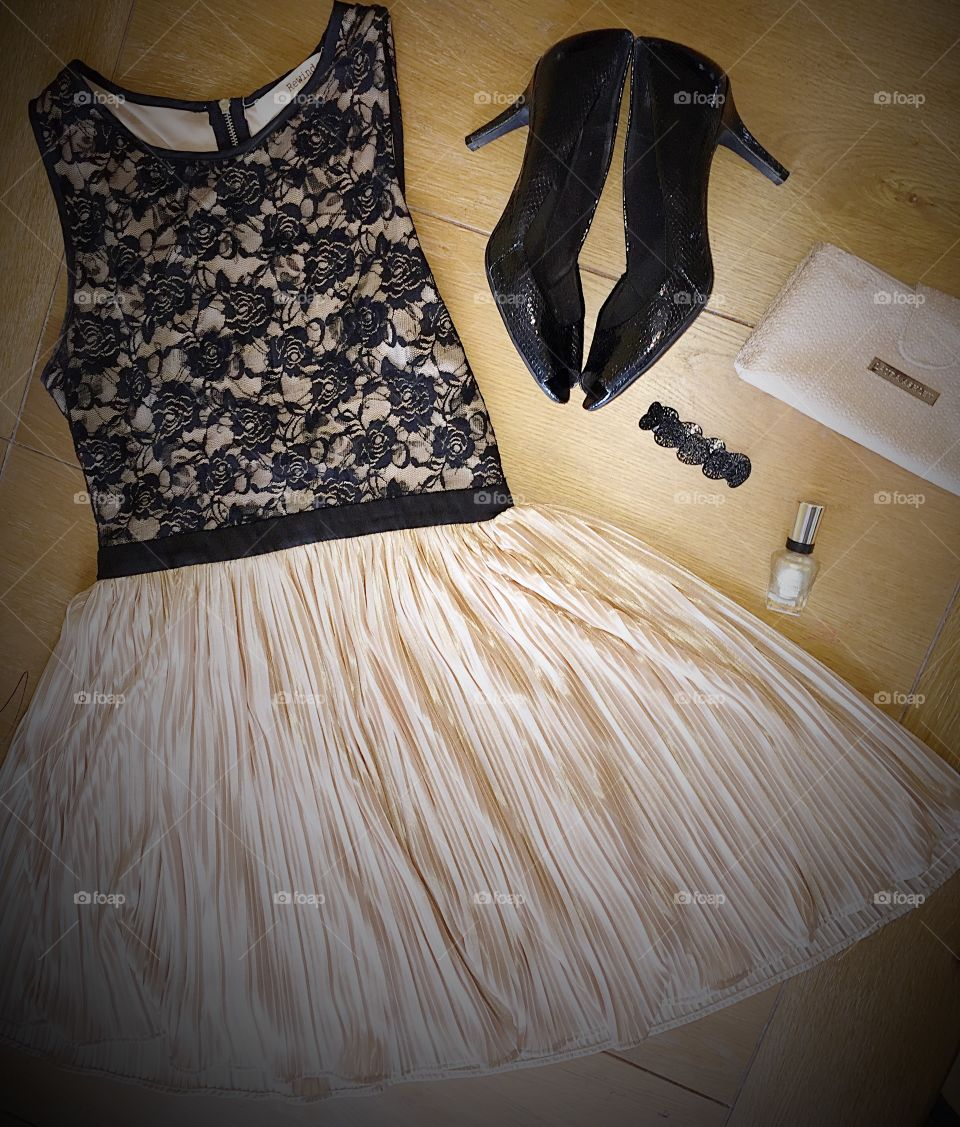 All dressed up with no place to go. Beautiful party dress and matching accessories!
