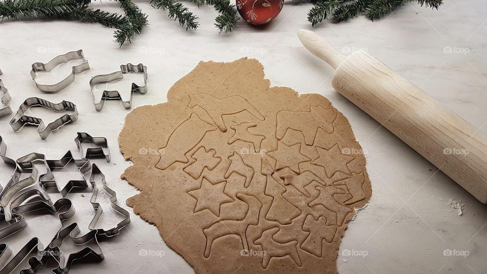 Baking gingerbread cookies  - bakar pepparkakor, deg, formar , brödkavel