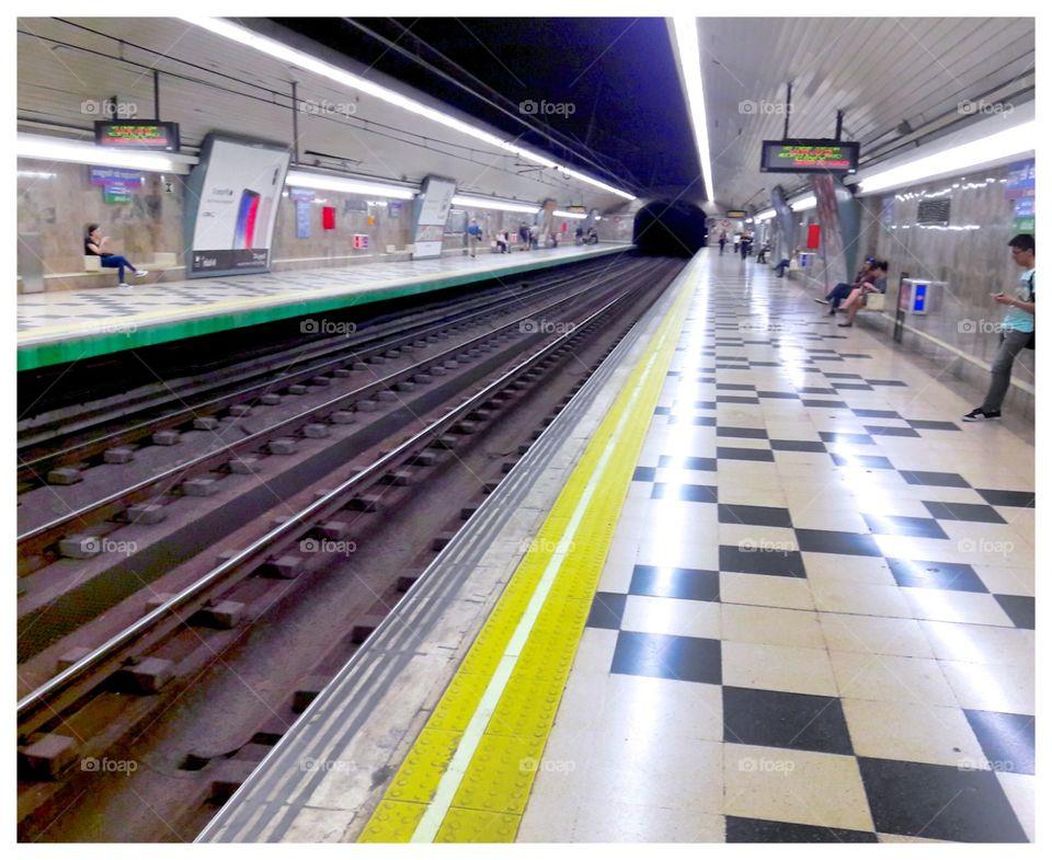 tube of Madrid