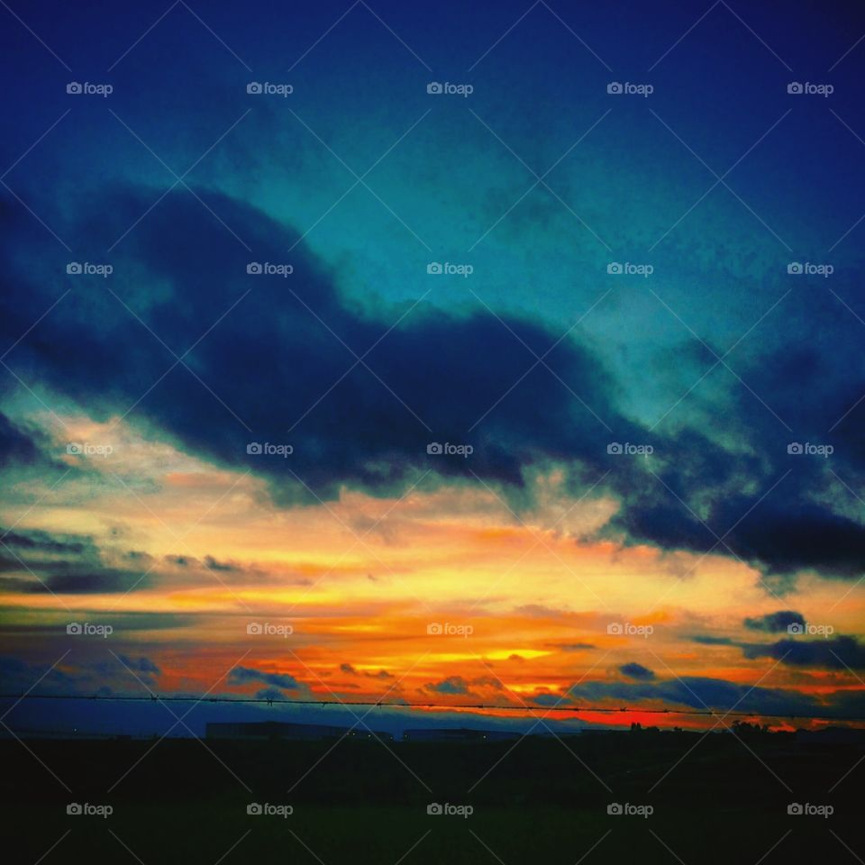 🌅Desperta, #Jundiaí, mesmo com o #céu lusco-fusco depois da #chuva da madrugada. Ótimo #Sábado a todos nós! 🍃 #sol #sun #sky #photo #nature #manhã #morning #alvorada #natureza #horizonte #fotografia #paisagem #inspiração #amanhecer #mobgraphy #FotografeiEmJundiaí